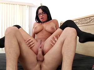 Anissa Kate gets a sticky facial after hard fuck